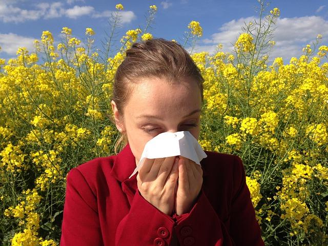 dívka s alergií